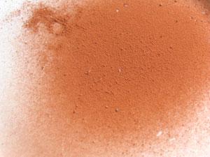 微塵を多く含んだ用土は、ふるいにかけてから使う