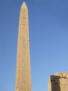 エジプト、カルナック神殿のオベリスク(尖塔)